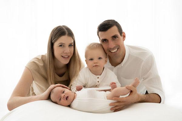 Baby- und Neugeborenenfotos Voitsberg Deutschlandsberg Familienfotos VoitsbergBaby- und Neugeborenenfotos Voitsberg Deutschlandsberg Familienfotos Voitsberg