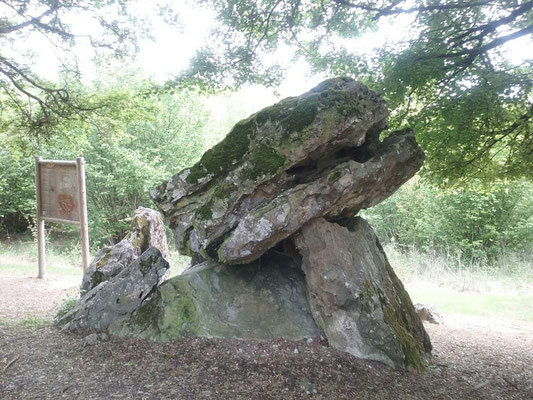 Dolmen de la Pierre Chaude (Paulmy)