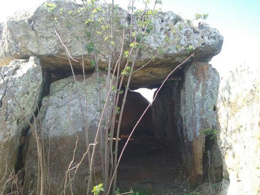 Dolmen de Maranzais (Taizé)