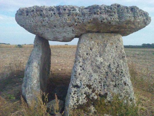 Dolmen dit la Pierre-Levée (Ardillières)