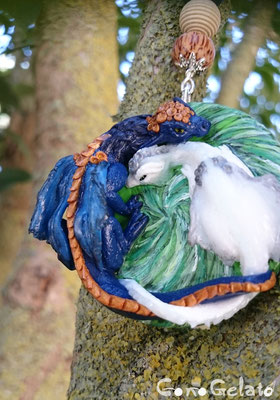 Portachiavi con dragone e dragonessa, richiesto su commissione, la base misura circa 5 cm ! Le perline sono in legno ;)  - 30*
