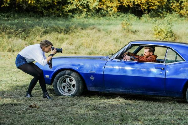 Männerportraits  men & Cars Fotoshooting Fotografin Talia Männer Fotoshooting Posing für Männerfotos Geschenkidee Bester Freund
