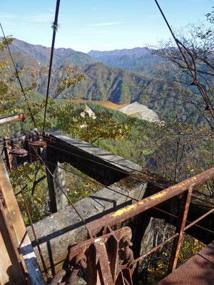 簀子橋堆積場を望む