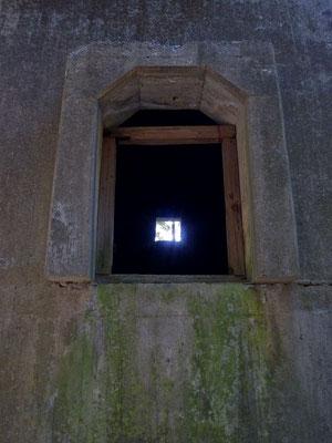 有越鉄索塔を覗く