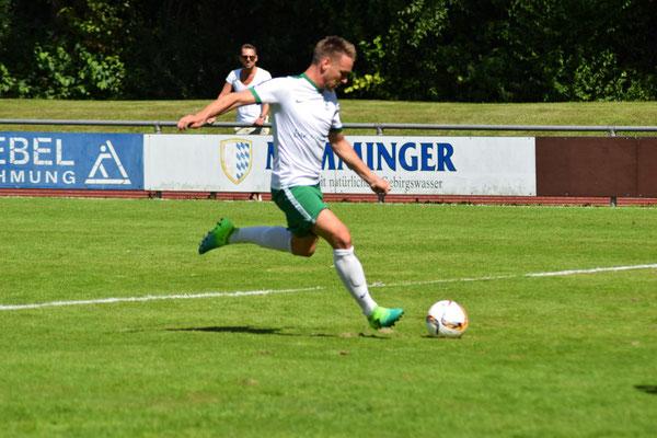 Benjamin  Maier bei seinen ersten Treffer.