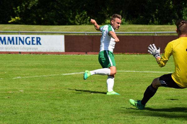 Benjamin  Maier bei seinen ersten Treffer-