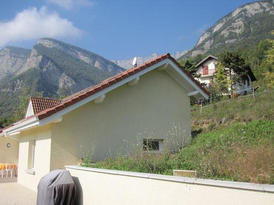 Transformation d'un garage en cuisine dans une maison située à La Terrasse en Isère
