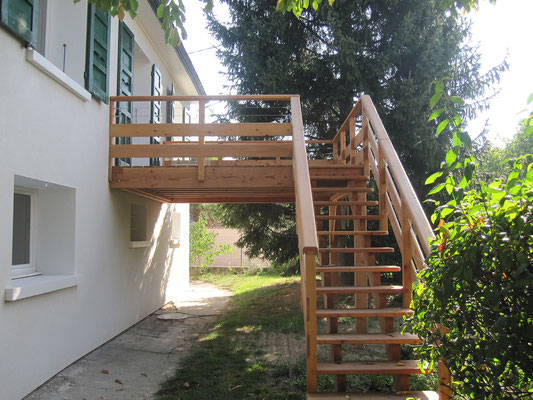 Création d'une terrasse en bois sur pilotis à Pontcharra  en Isère