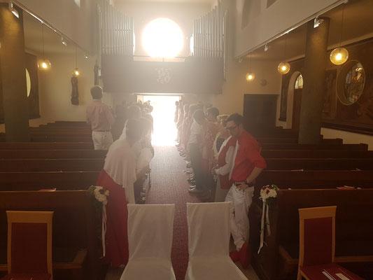 Alles wartet auf das Brautpaar!