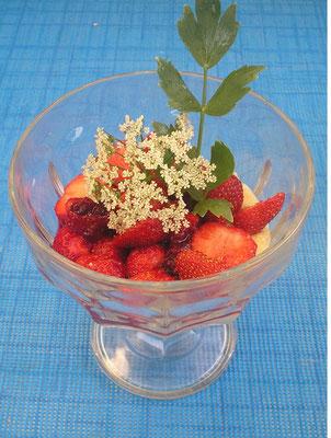 Hirsecreme mit frischen Erdbeeren