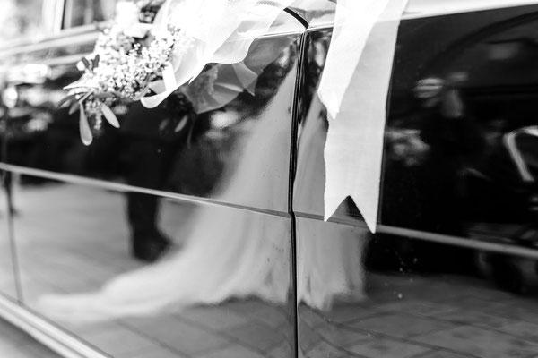 Hochzeit, Heirat, Braut, Bräutigam, Brautstrauß, Auto