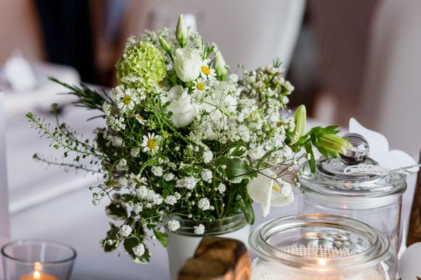 Hochzeit, Heirat, Braut, Bräutigam, Brautstrauß, Dekoration