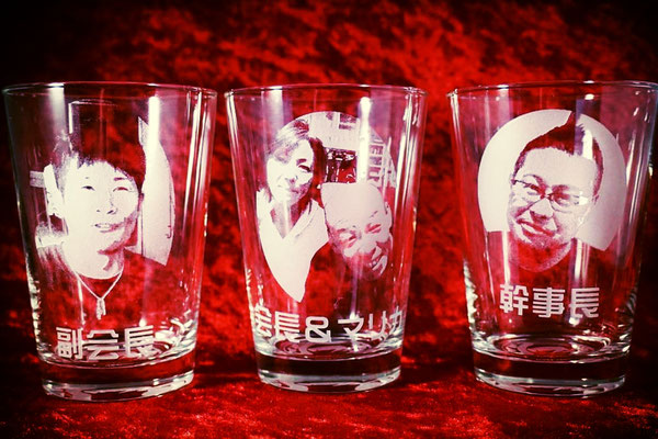 写真 オリジナル グラス 世界で1つ ジョッキ ロゴ イラスト グラス 製作 名入れ 名前 オーダーメイド 東京 格安 記念品 オーダー サプライズ