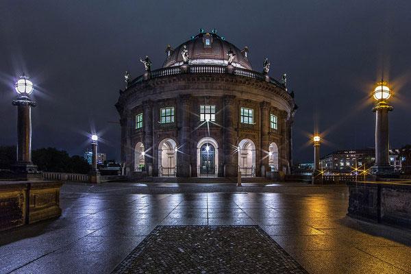Bodemuseum in Berlin bei Nacht Fotokurs