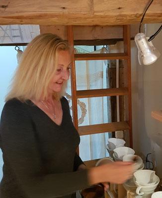 Bei uns wird jeder Becher Kaffee frisch per Hand gefiltert