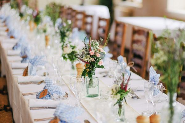 Eine Hochzeitstafel