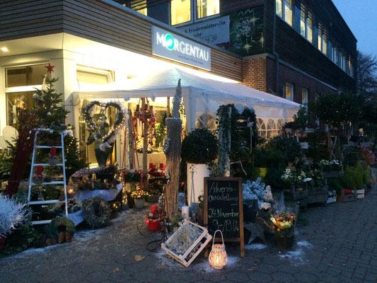 Das dekorierte Vorzelt des Blumengeschäfts in Hamburg