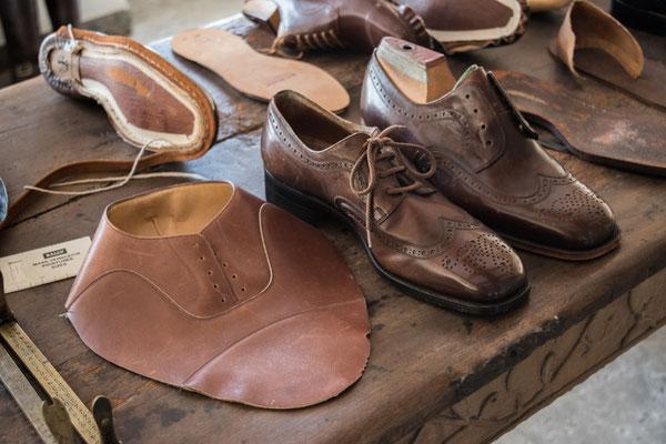 Schuhe, Schuhe und nochmals Schuhe, aber spannend.