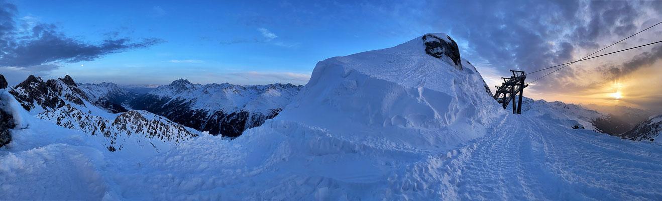 Vollmond über dem Stanzertal, Sonnenuntergang in Vorarlberg;