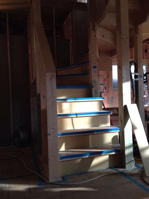 こう言う状態の階段採寸はアイアン手すり作りやすい!