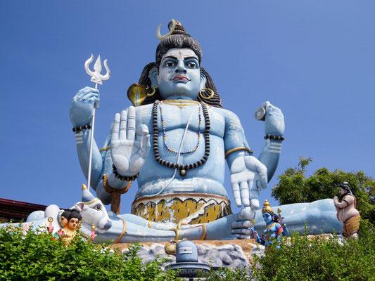 Viele Tempel besuchen wir