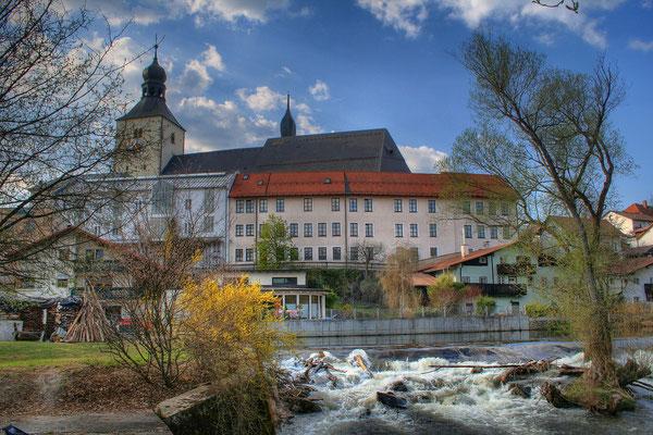 """Stadtpfarrkirche und""""Kloster"""""""
