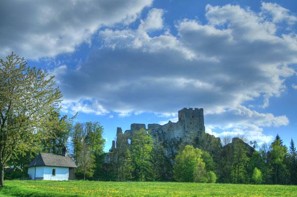 Burg und Kapelle