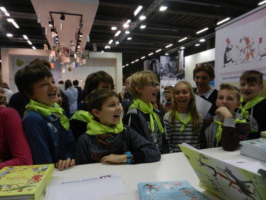 Antwerp schoolkids listening to Koos