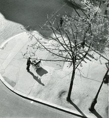 André Kertész: Man pushing a pram