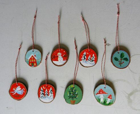 tweezijdige handbeschilderde houten hangers € 10,-