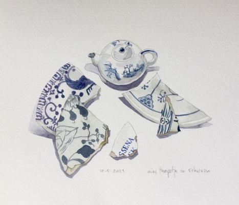 Annette Fienieg: Mini teapot and sherds; 12-5-2021
