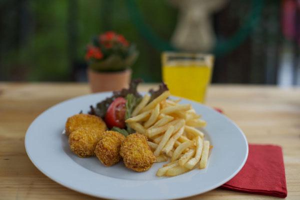 Essen und Trinken im Kirchheimer Hirschgarten - der Biergarten unter Kastanien - 4