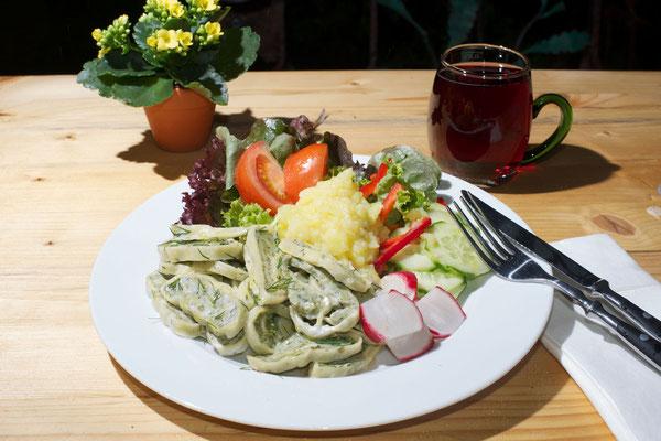Essen und Trinken im Kirchheimer Hirschgarten - der Biergarten unter Kastanien - 2