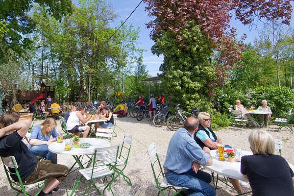 Der Kirchheimer Hirschgarten - Biergarten unter Kastanien - 9
