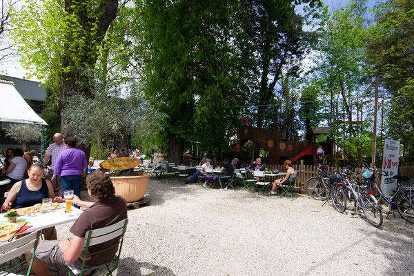 Der Kirchheimer Hirschgarten - Biergarten unter Kastanien - 4