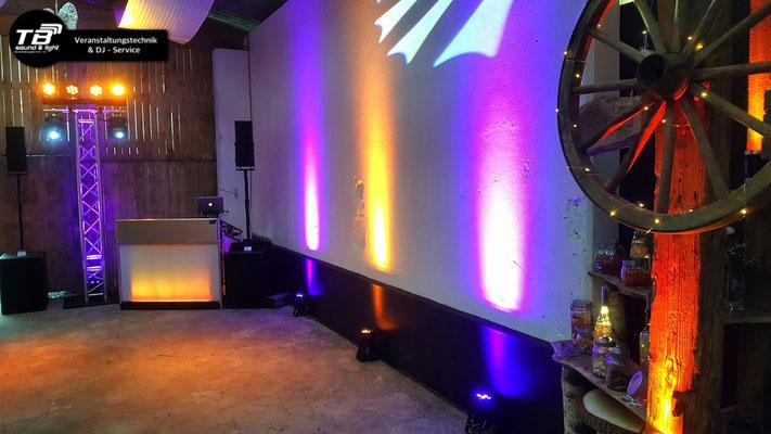 Hochzeits Dj Königswinter: Ambientebeleuchtung mit LED Floorspots
