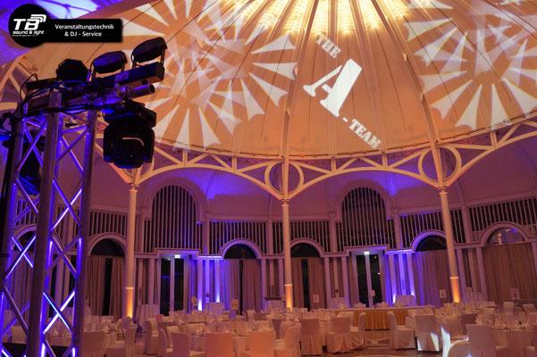 Hochzeits DJ Petersberg - diverse LED Floorspots und Akku Floorspots beleuichten die Säulen