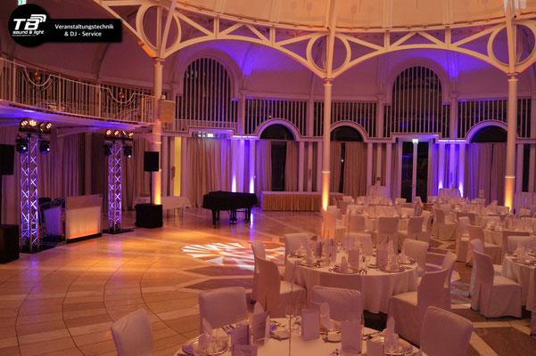 nochmals die Rotunde und Säulen mit LED Spots