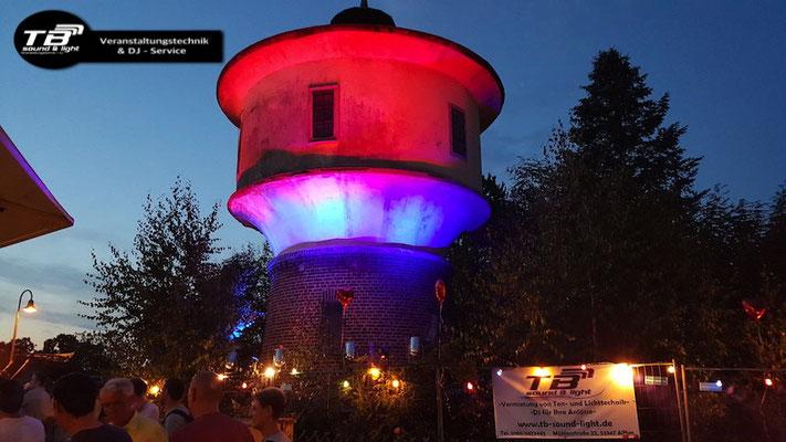 Illuminierter Wassertum Gielsdorf anlässlich eines Polterabends
