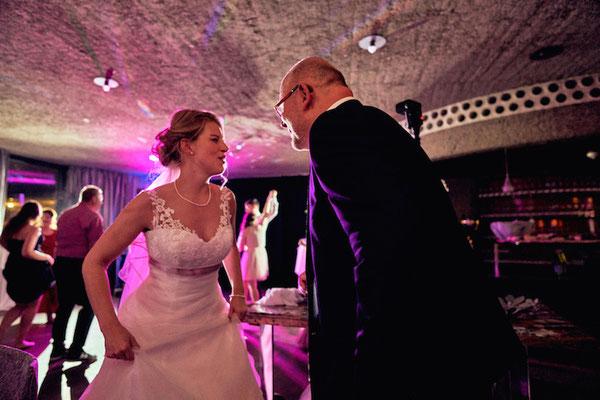 Hochzeitsdj auf der Godesburg in Bonn. Fotos mit freundlicher Genehmigung von: www.bonder-hochzeitsfotografie.de