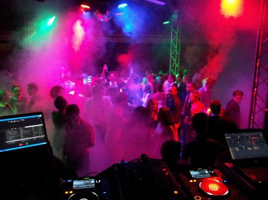 Abi-Ball im Helmholtz Gymnasium mit uns als DJ's