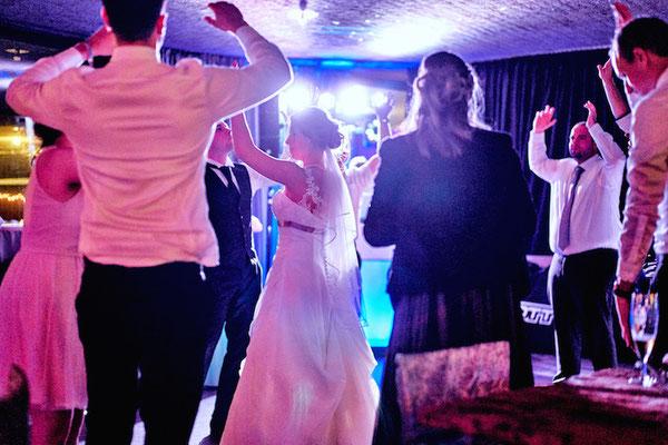 Hochzeitsdj auf der Godesburg in Bonn. Foto von: www.bonder-hochzeitsfotografie.de