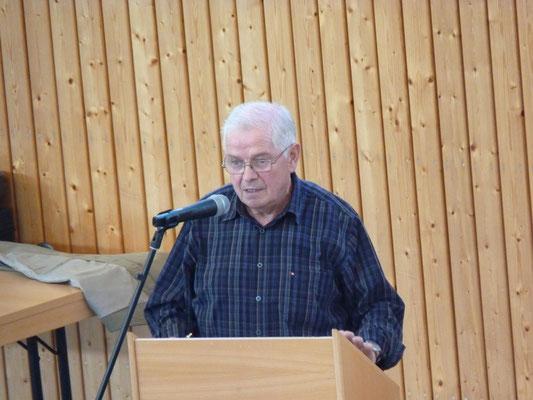 Der 1. Vorsitzende Hermann-Joseph Blum eröffnet die Versammlung