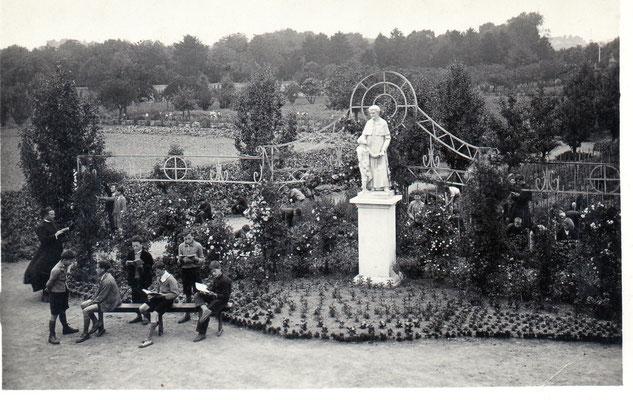 Classe parmi les fleurs 1934
