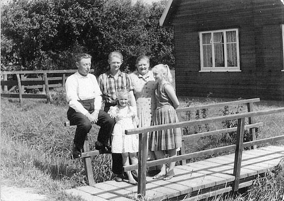 1959: Walter Fischer, Sohn KLaus, Henriette Fischer, Töchter Anke und Inge