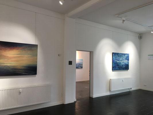 """Einblick in die Ausstellung """"Terra Marique"""" in der Galerie CarlsArt 78 in Eckernförde"""