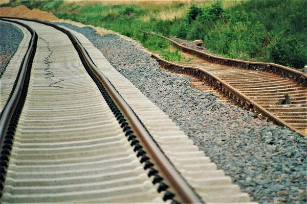 Alte und neue Bahntrasse nebeneinander
