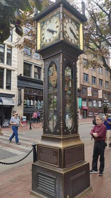 Steam Clock in Gastown, Vancouver - nur mit Dampf betrieben, pfeift alle 15 Minuten