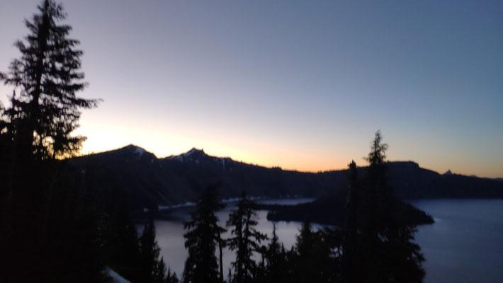 Gegen 21:30 Uhr erreichen wir Crater Lake