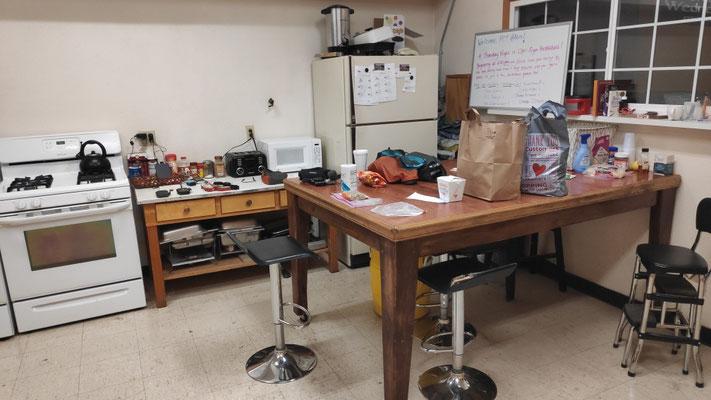 Küche, Einkäufe aufm Tisch